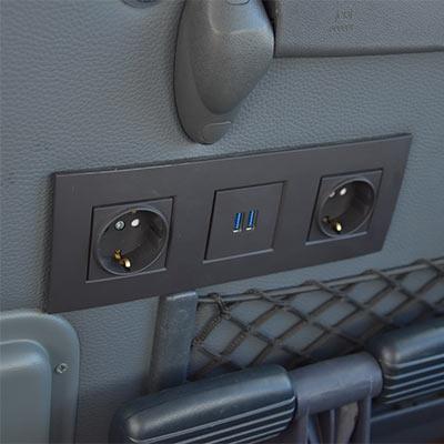 Prese elettriche e USB a bordo del pullman